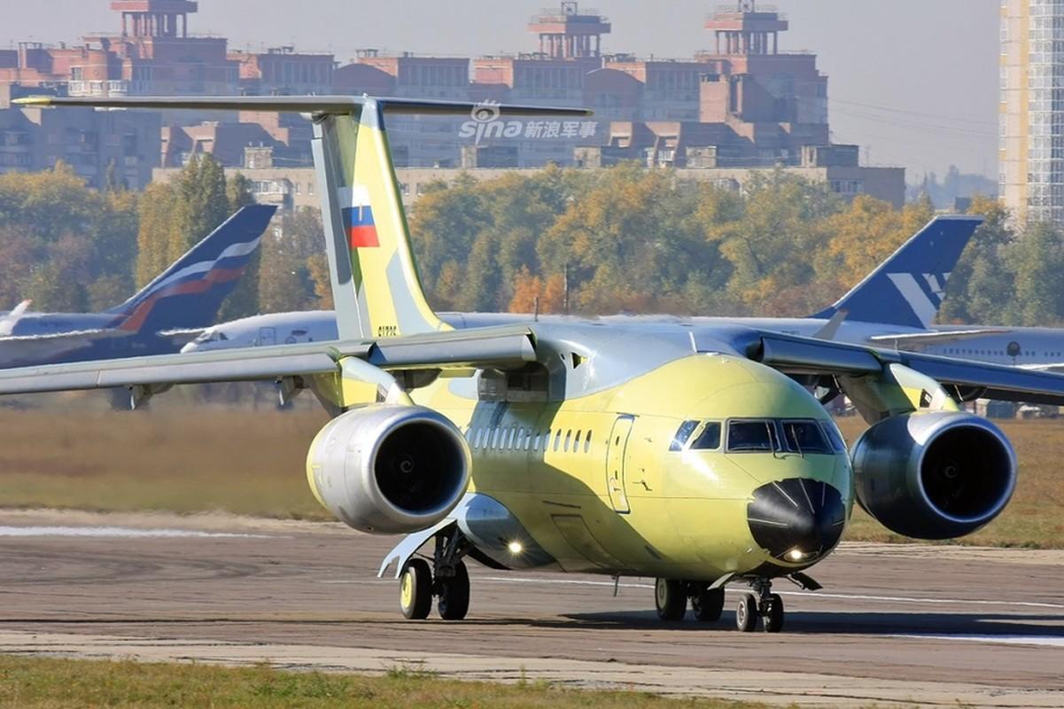Phot lo Ukraine, sieu van tai co An-148 van tu tin cat canh o Nga-Hinh-2