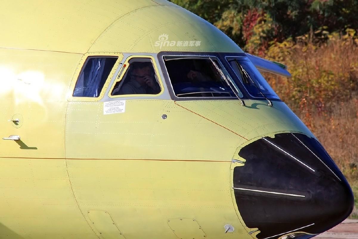 Phot lo Ukraine, sieu van tai co An-148 van tu tin cat canh o Nga-Hinh-3
