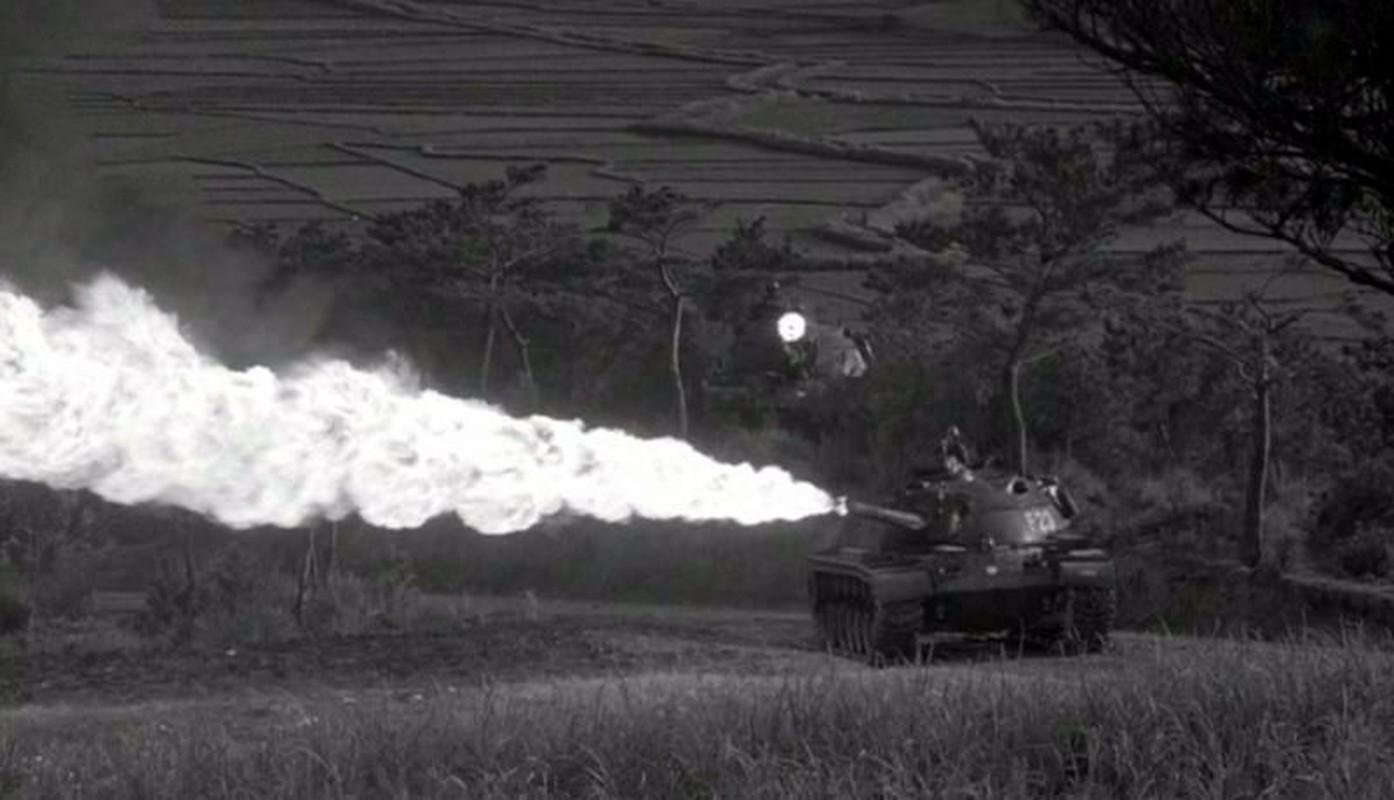 Soi chiec xe tang phun lua duy nhat cua My tren chien truong VN-Hinh-9