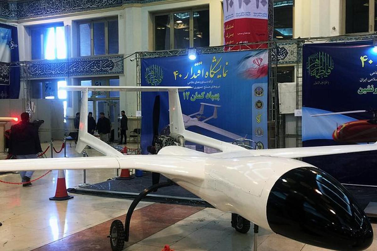 Diem mat dan vu khi Iran mang ra khoe sau 40 nam chiu cam van (1)-Hinh-3