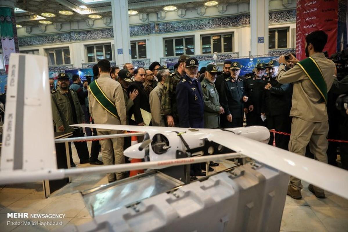 Diem mat dan vu khi Iran mang ra khoe sau 40 nam chiu cam van (1)-Hinh-8