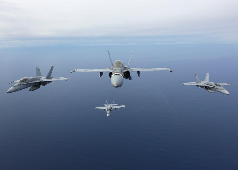 "Bat ngo man chia tay dac biet cua ""than bien"" F/A-18C-Hinh-6"