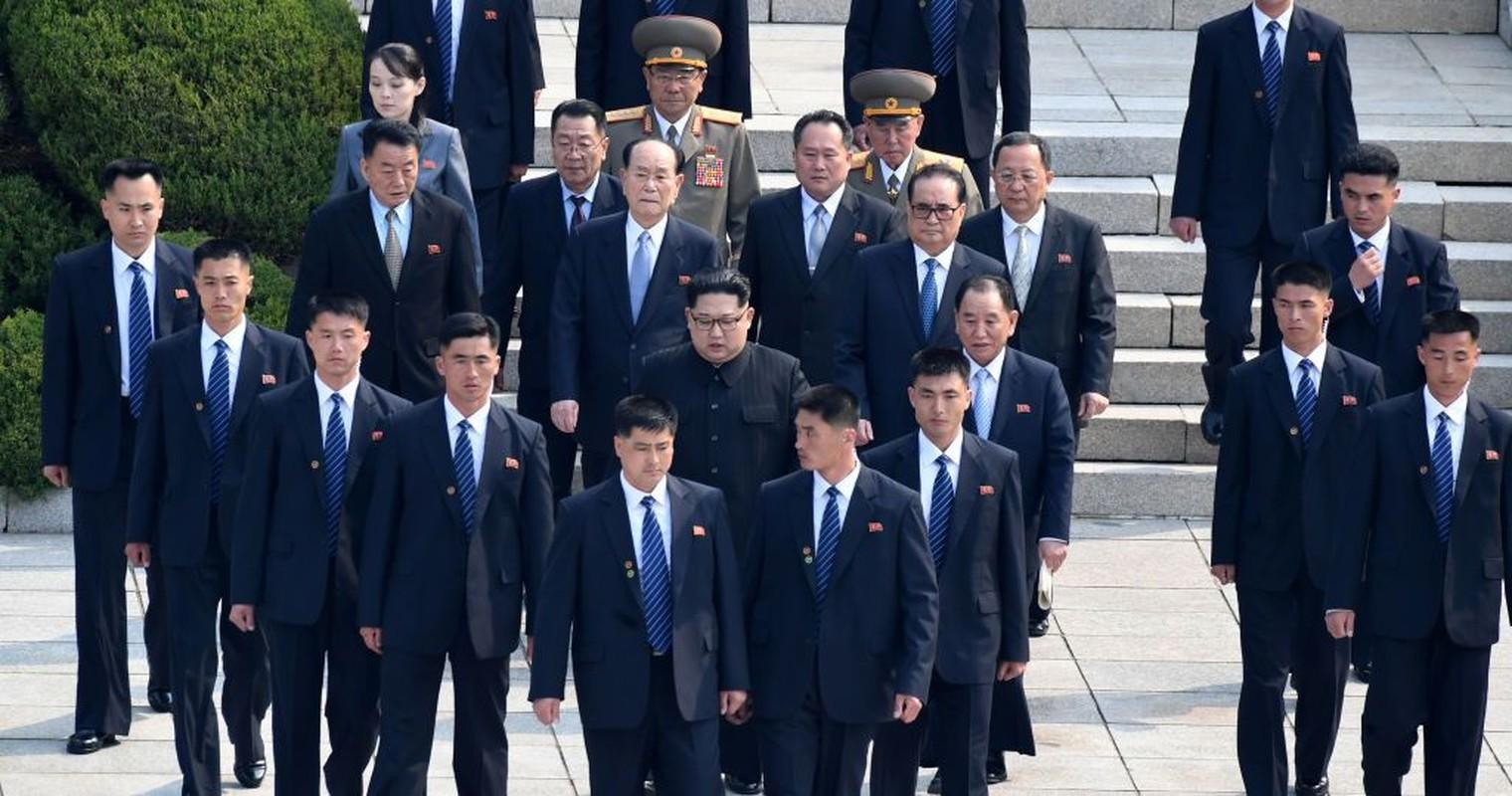 """Soi dan """"can ve ao den"""" cua ong Kim Jong-un sap den HN-Hinh-2"""