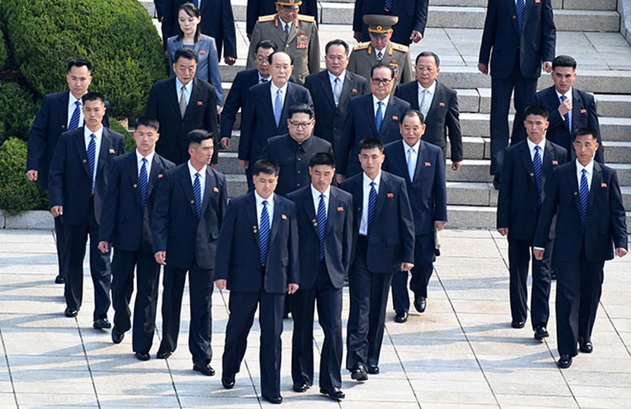 """Soi dan """"can ve ao den"""" cua ong Kim Jong-un sap den HN-Hinh-3"""