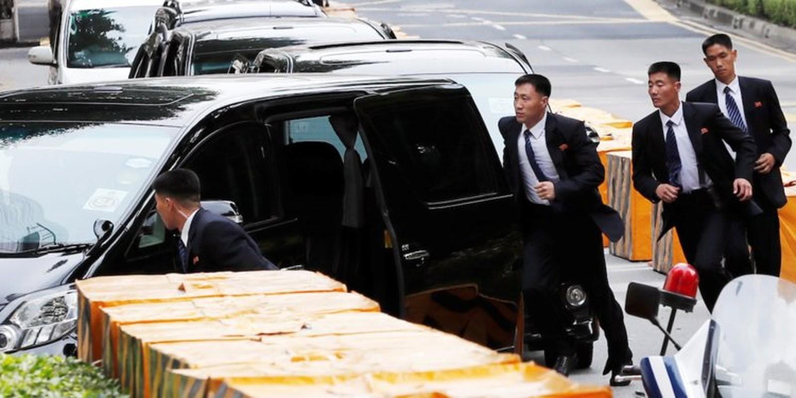 """Soi dan """"can ve ao den"""" cua ong Kim Jong-un sap den HN-Hinh-5"""