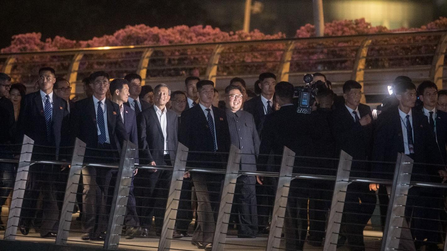 """Soi dan """"can ve ao den"""" cua ong Kim Jong-un sap den HN-Hinh-9"""