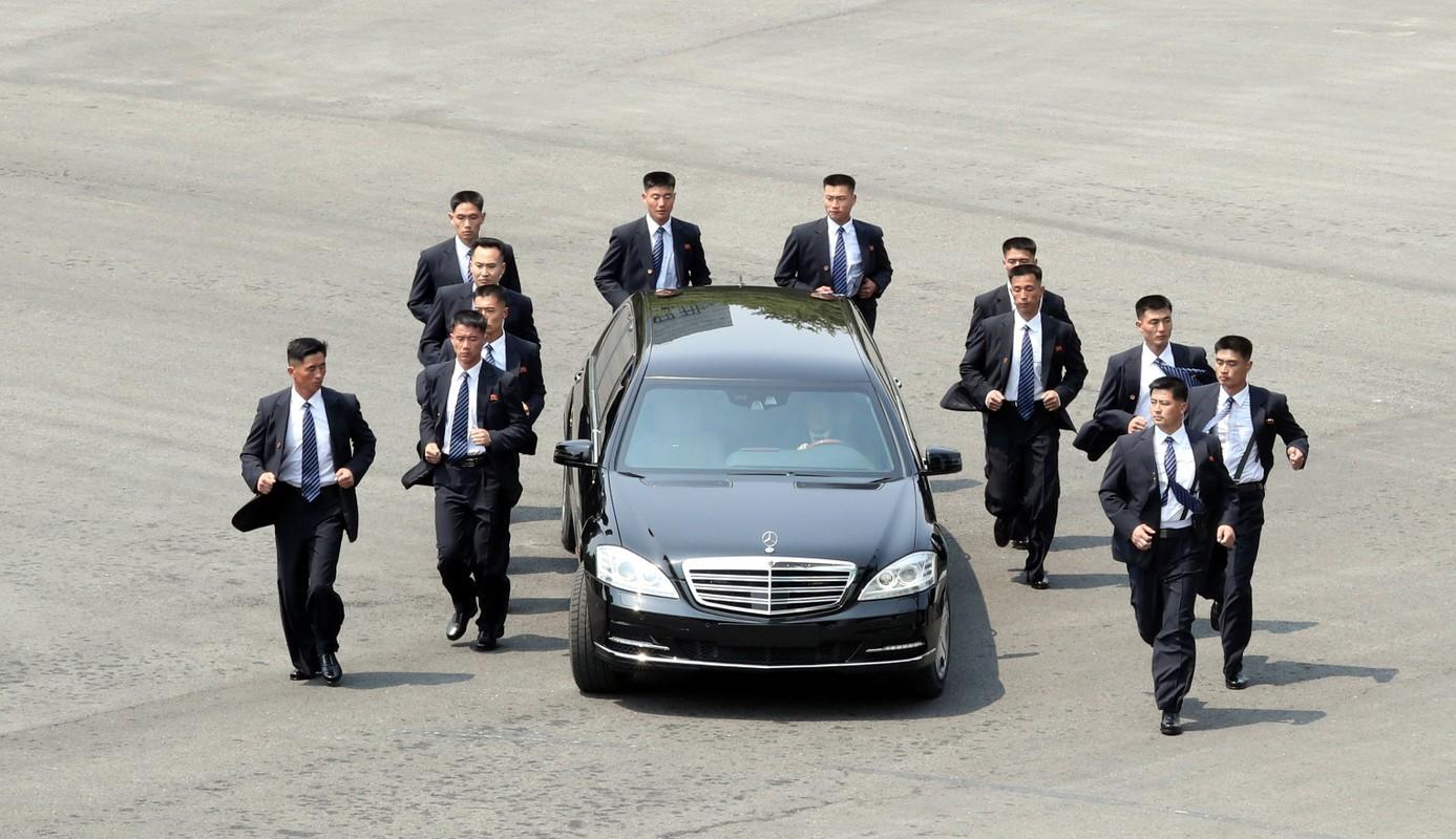 """Soi dan """"can ve ao den"""" cua ong Kim Jong-un sap den HN"""