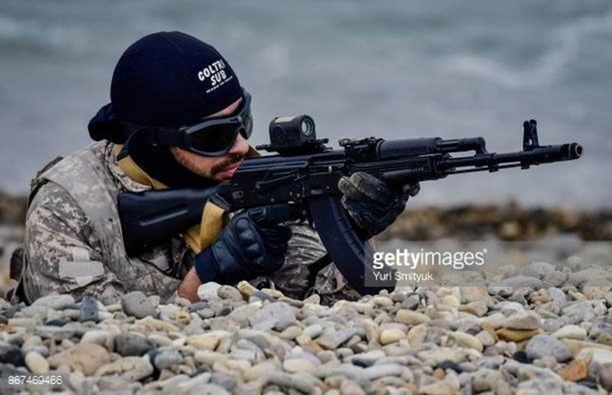 Ban AK-103 cho A Rap Xe Ut, Nga lai trung dam o IDEX 2019-Hinh-3