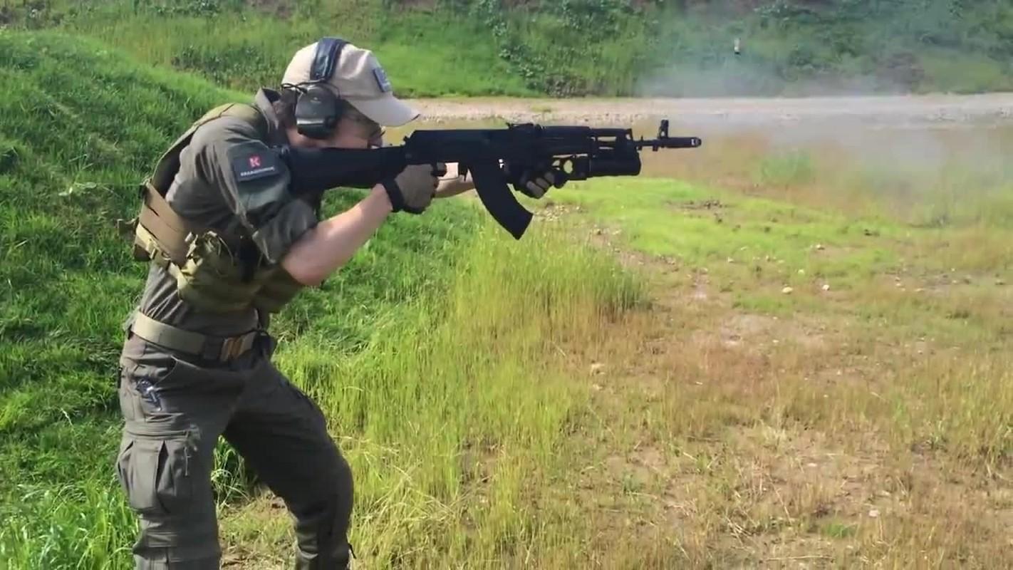 Ban AK-103 cho A Rap Xe Ut, Nga lai trung dam o IDEX 2019-Hinh-6