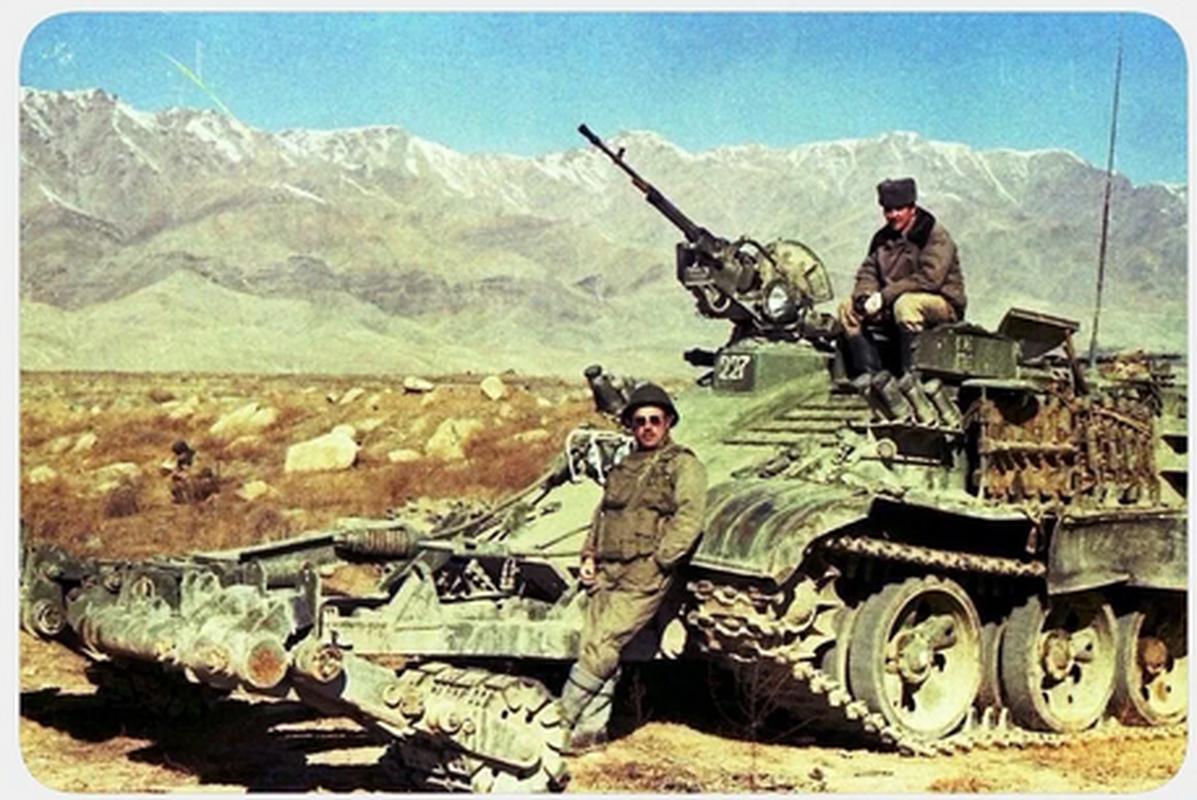Bo binh co gioi Lien Xo mang gi den chien truong Afghanistan?-Hinh-3