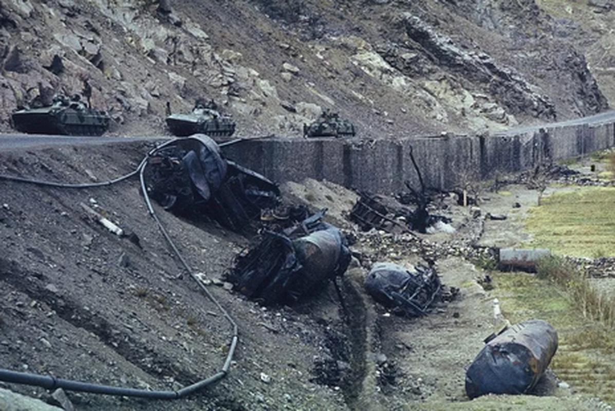 Bo binh co gioi Lien Xo mang gi den chien truong Afghanistan?-Hinh-6