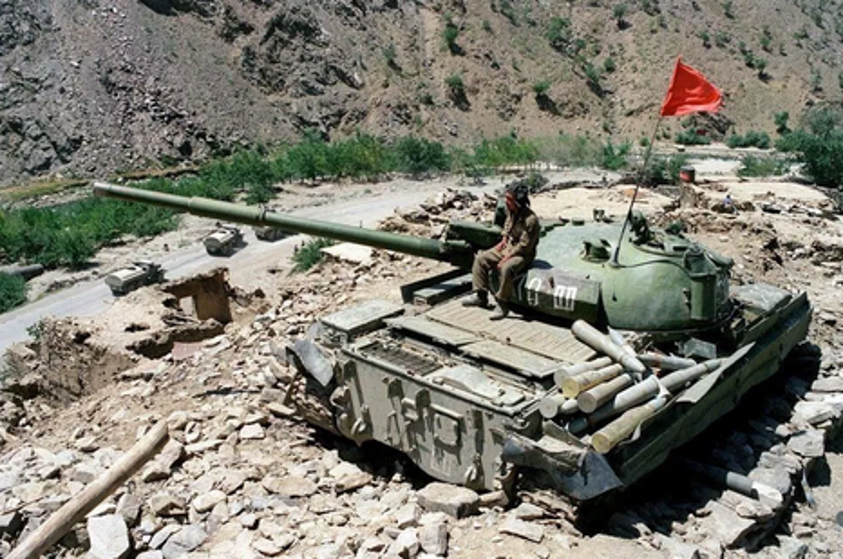 Bo binh co gioi Lien Xo mang gi den chien truong Afghanistan?