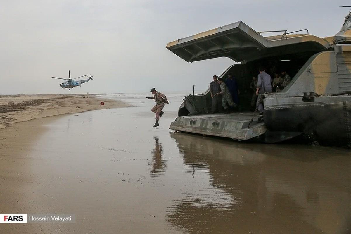 Choang voi man dien tap do bo cua Ve binh Cach mang Iran-Hinh-12