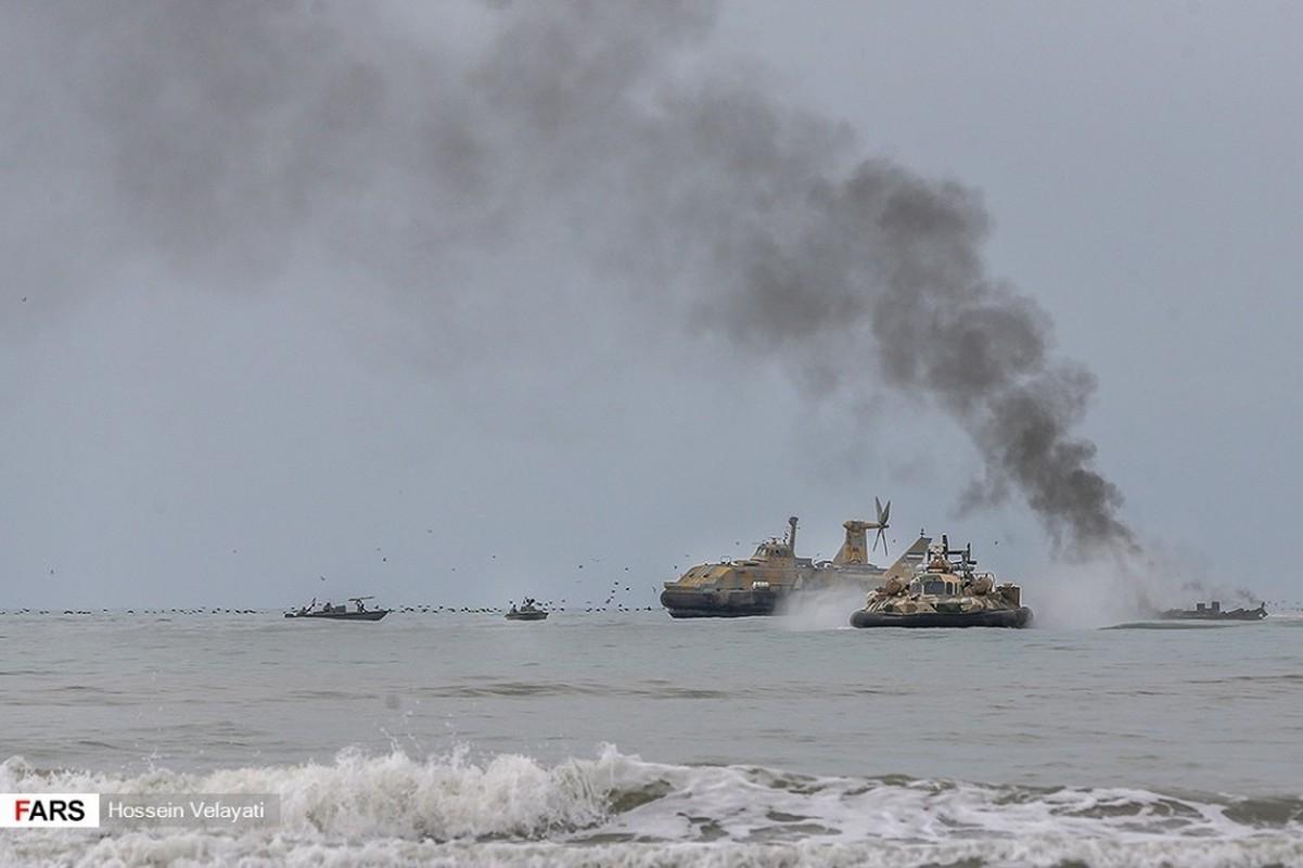 Choang voi man dien tap do bo cua Ve binh Cach mang Iran-Hinh-5
