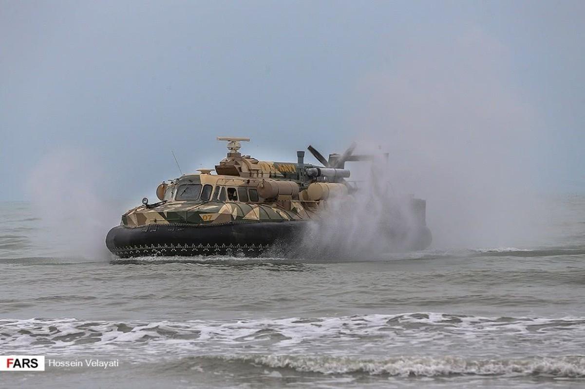 Choang voi man dien tap do bo cua Ve binh Cach mang Iran-Hinh-8