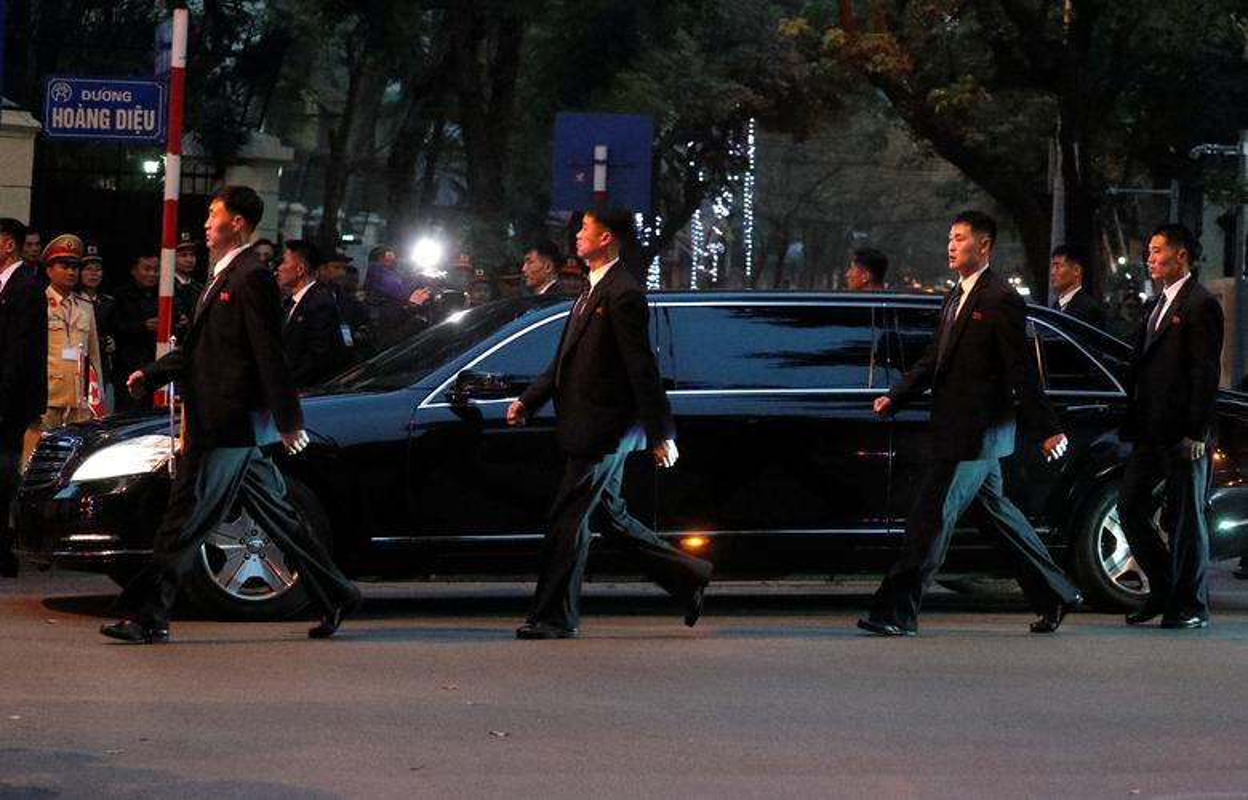 Thuong dinh My - Trieu: Ngay dau o Ha Noi cua ong Trump-Kim dien ra the nao?-Hinh-11