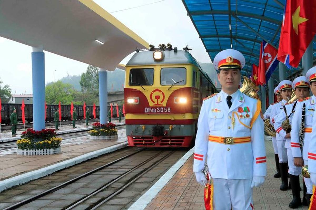 Thuong dinh My - Trieu: Ngay dau o Ha Noi cua ong Trump-Kim dien ra the nao?-Hinh-13