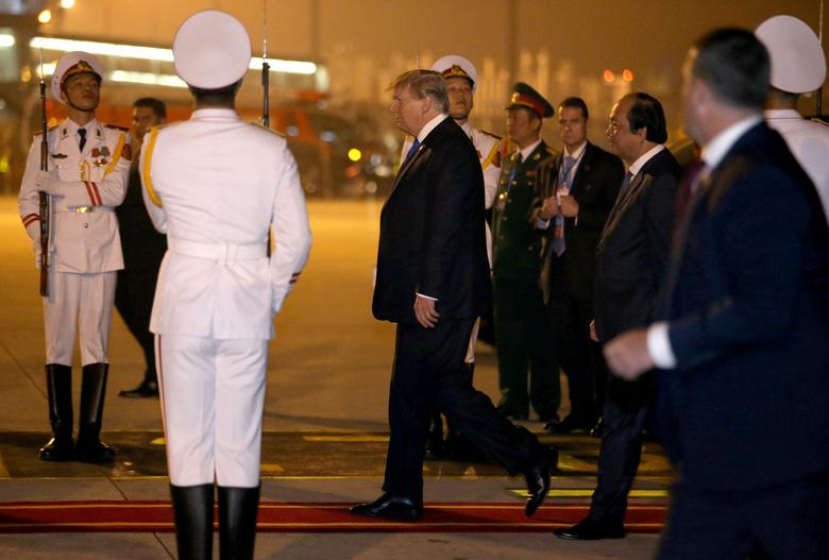 Thuong dinh My - Trieu: Ngay dau o Ha Noi cua ong Trump-Kim dien ra the nao?-Hinh-4
