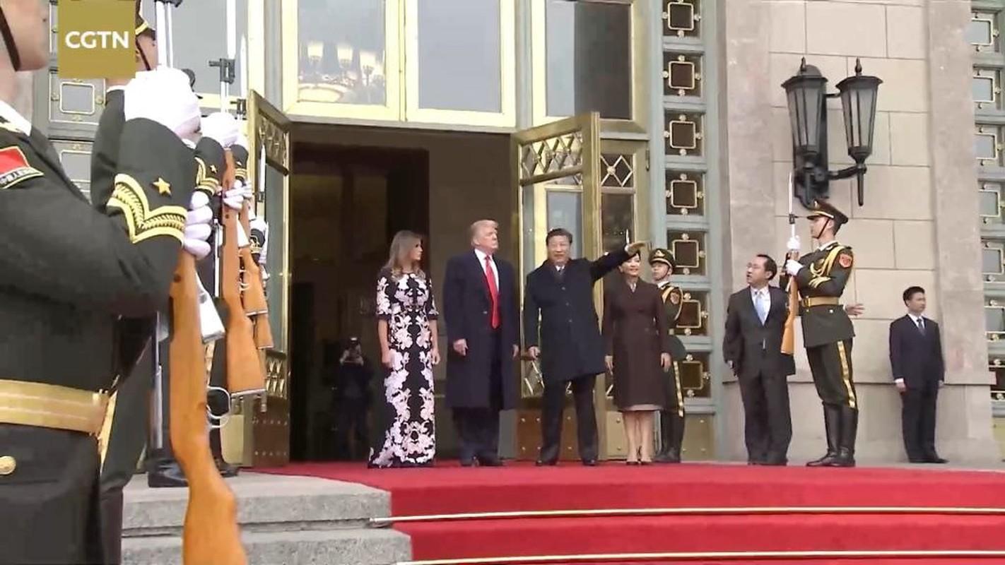 Soi khau sung tren tay doi danh du Viet Nam don Tong thong Trump-Hinh-7