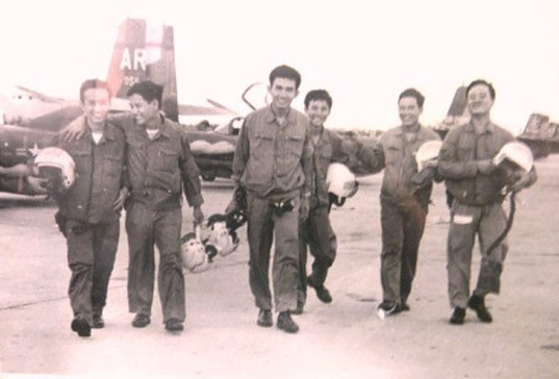 Cuoc khong kich than toc cua phi doi A-37 vao Tan San Nhat-Hinh-7