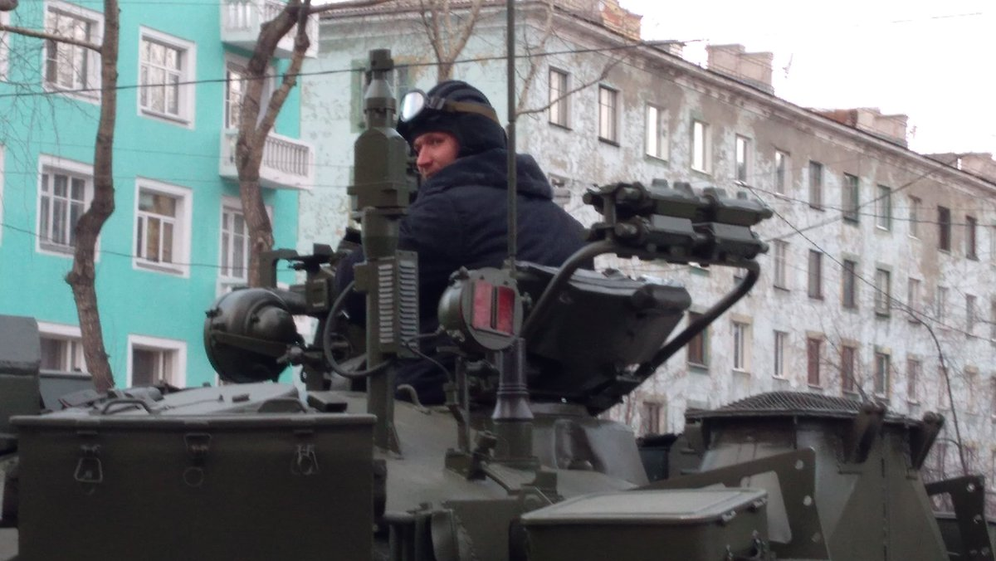 Hai quan Danh bo duoc trang bi T-80BVM, Luc quan Nga phat them-Hinh-6