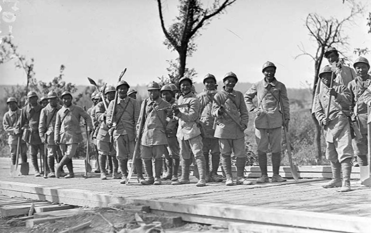 Vi sao nguoi Viet xuat hien o chien truong chau Au 1917?-Hinh-10