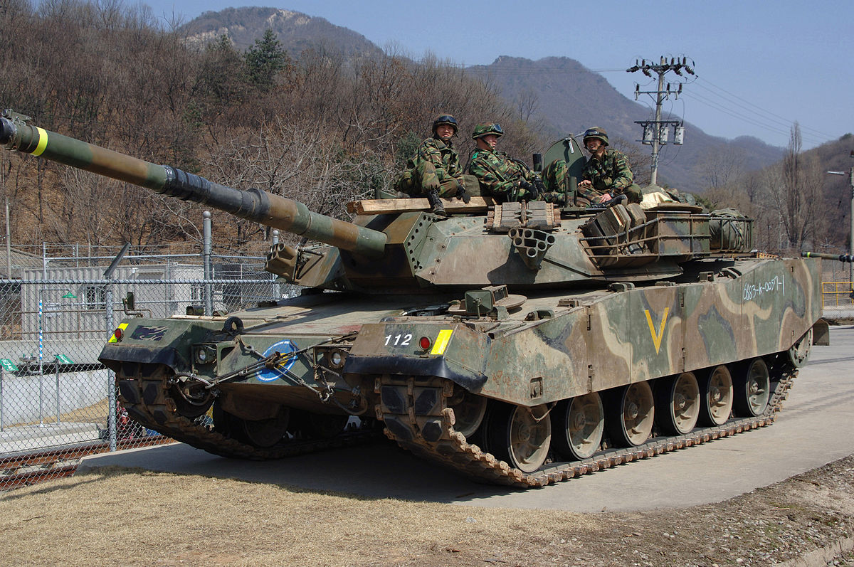 Ngac nhien kho xe tang Lien Xo trong kho vu khi Han Quoc-Hinh-3