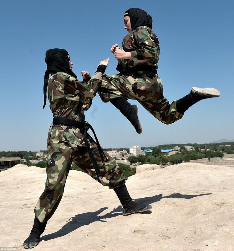 La doi quan Hoi giao, Iran van co luc luong dac nhiem toan nu-Hinh-2