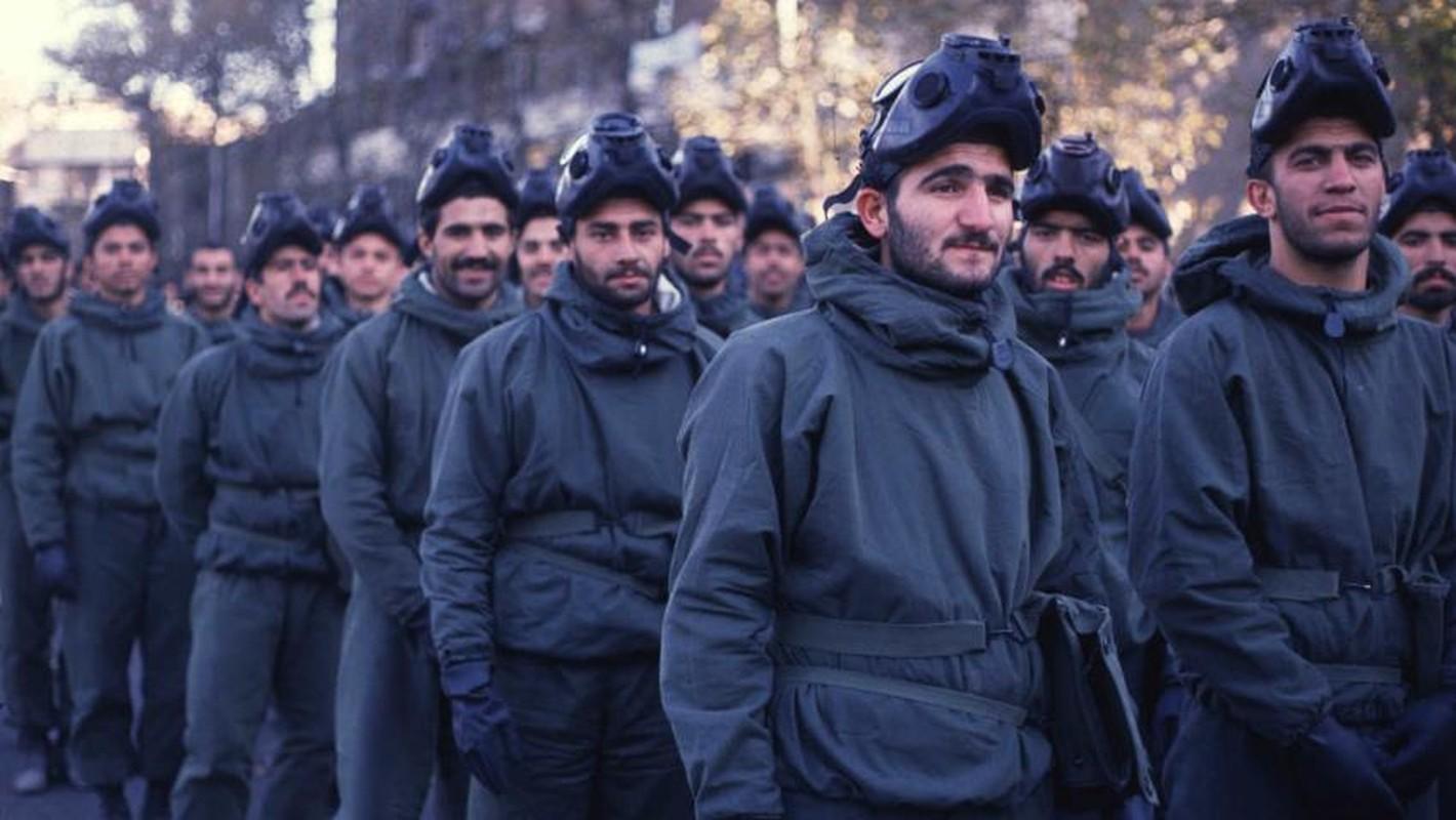 Kinh hoang cach Iraq huy diet quan doi Iran bang vu khi hoa hoc-Hinh-9