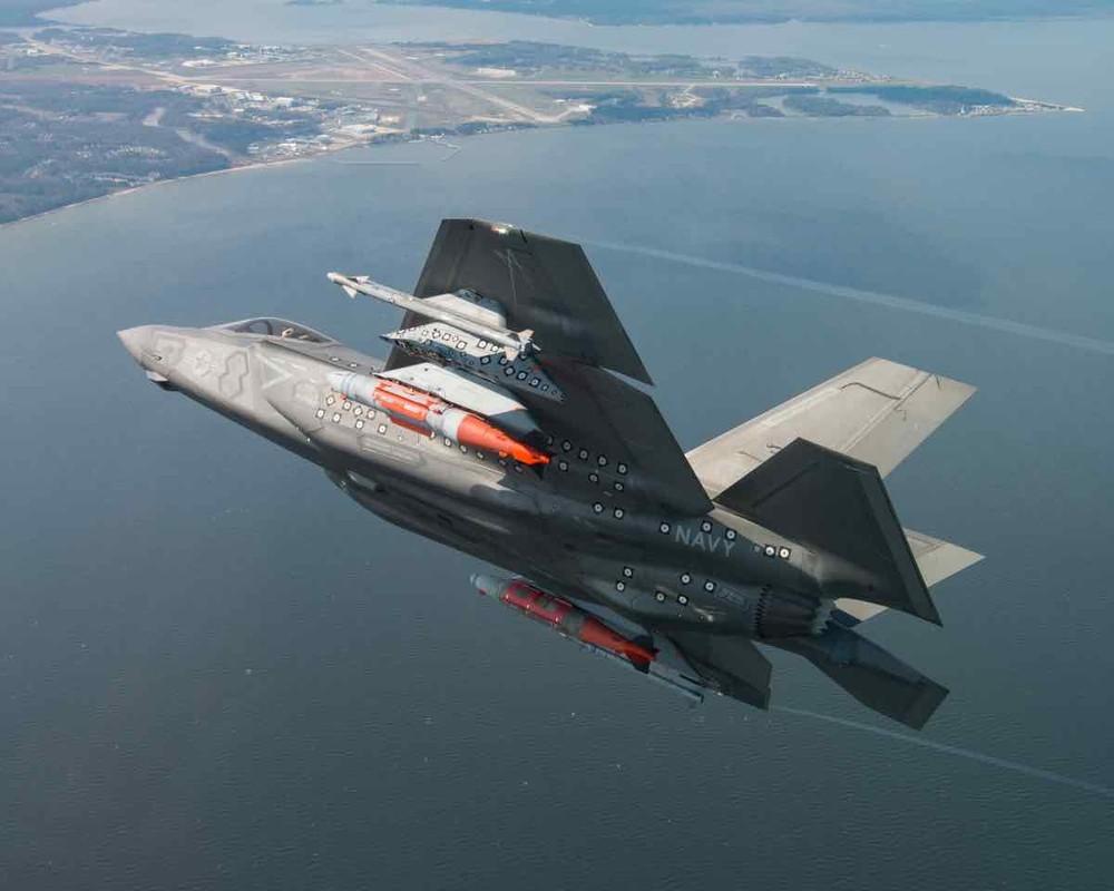 """Cang thang tang cao, F-35 My bat che do """"quai thu"""" o Trung Dong-Hinh-8"""