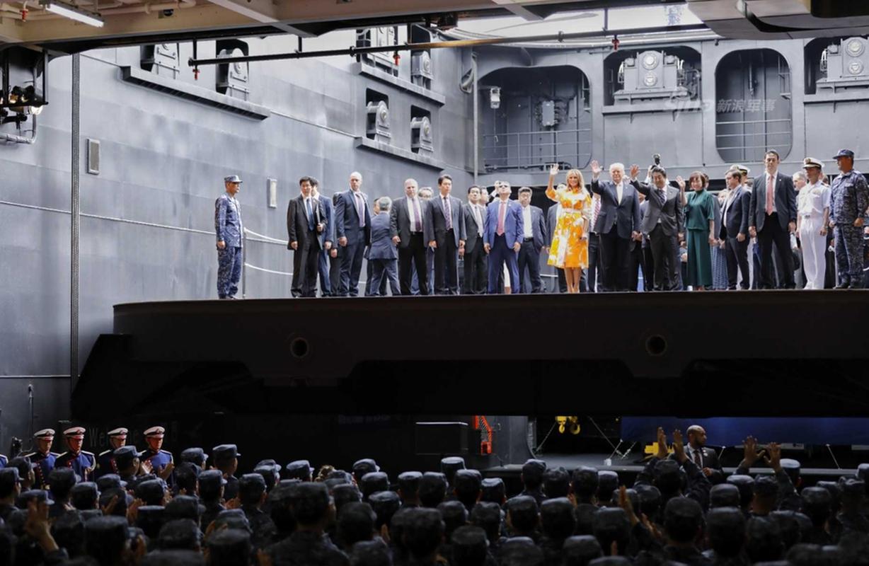"""Tong thong Trump tham """"tau san bay"""" lon nhat Nhat Ban-Hinh-7"""