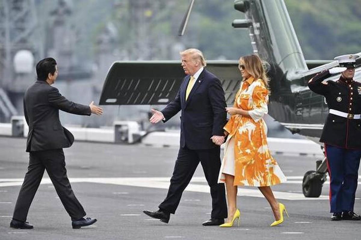 """Tong thong Trump tham """"tau san bay"""" lon nhat Nhat Ban-Hinh-4"""