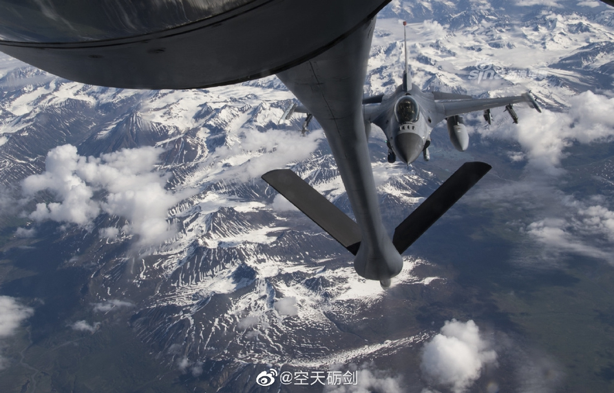 "KC-135 ""cay xang bay"" tot nhat cua Khong quan My"