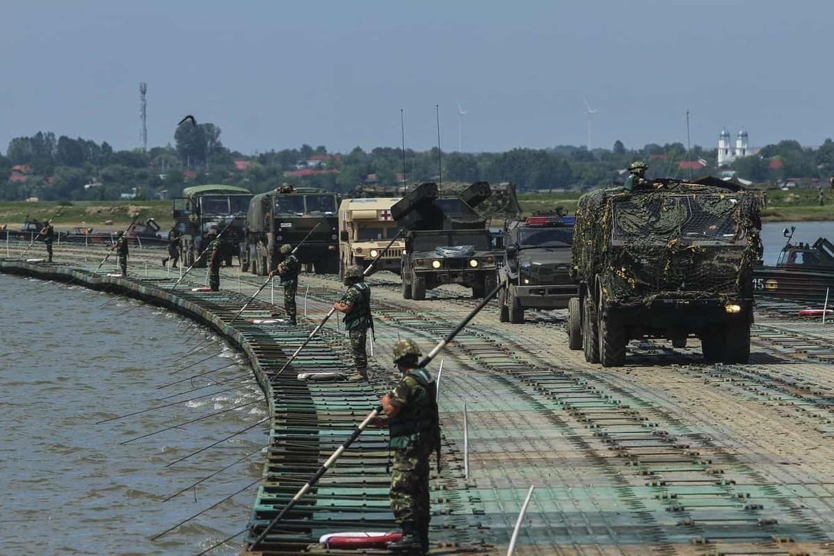 Tron mat xem NATO bac cau phao, vuot song to nhi chau Au-Hinh-2