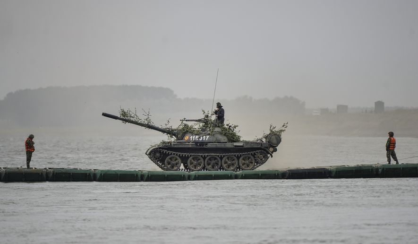 Tron mat xem NATO bac cau phao, vuot song to nhi chau Au-Hinh-9
