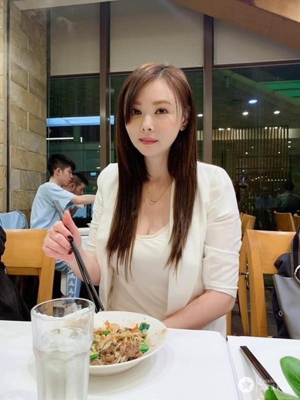 Bieu tuong goi cam Dai Loan cuoi tai xe Uber kem 15 tuoi, luong beo kho tuong-Hinh-4