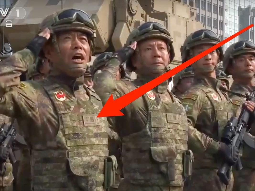 Nghi van ve dau hieu la tren quan phuc cua binh si Trung Quoc
