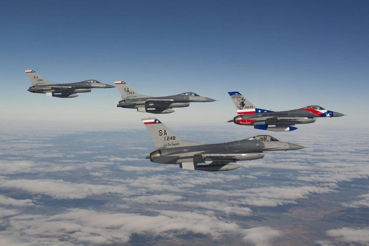My gioi thieu F-16 voi Viet Nam, truyen thong Nga cuong cuong khuyen can-Hinh-9