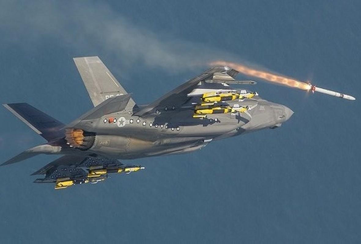 F-35 mang nhieu vu khi an dut Su-35, Su-57 Nga khi tro thanh