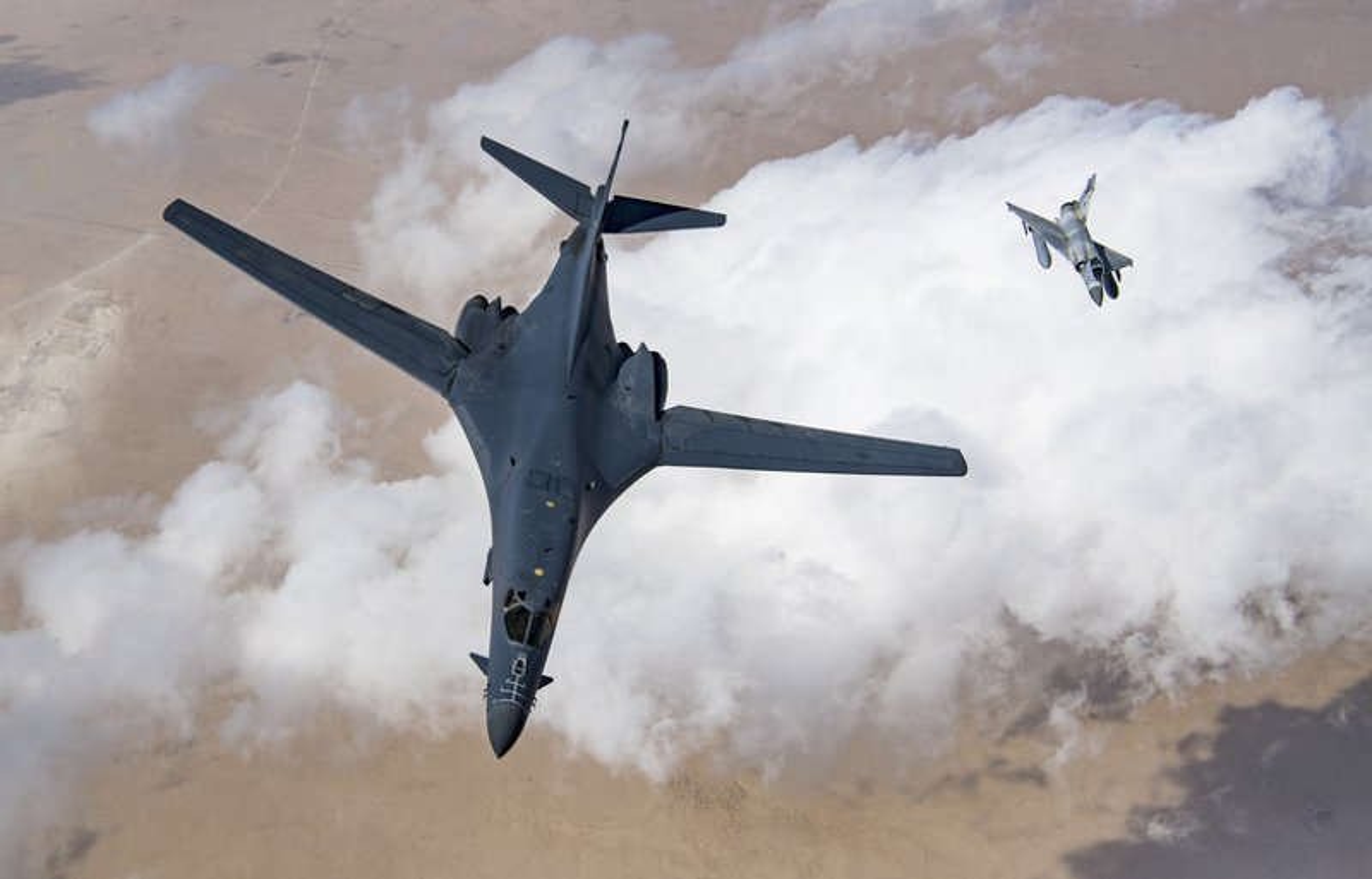 May bay nem bom B-1B Lancer cua My se bay cao hon va… cham hon?-Hinh-8