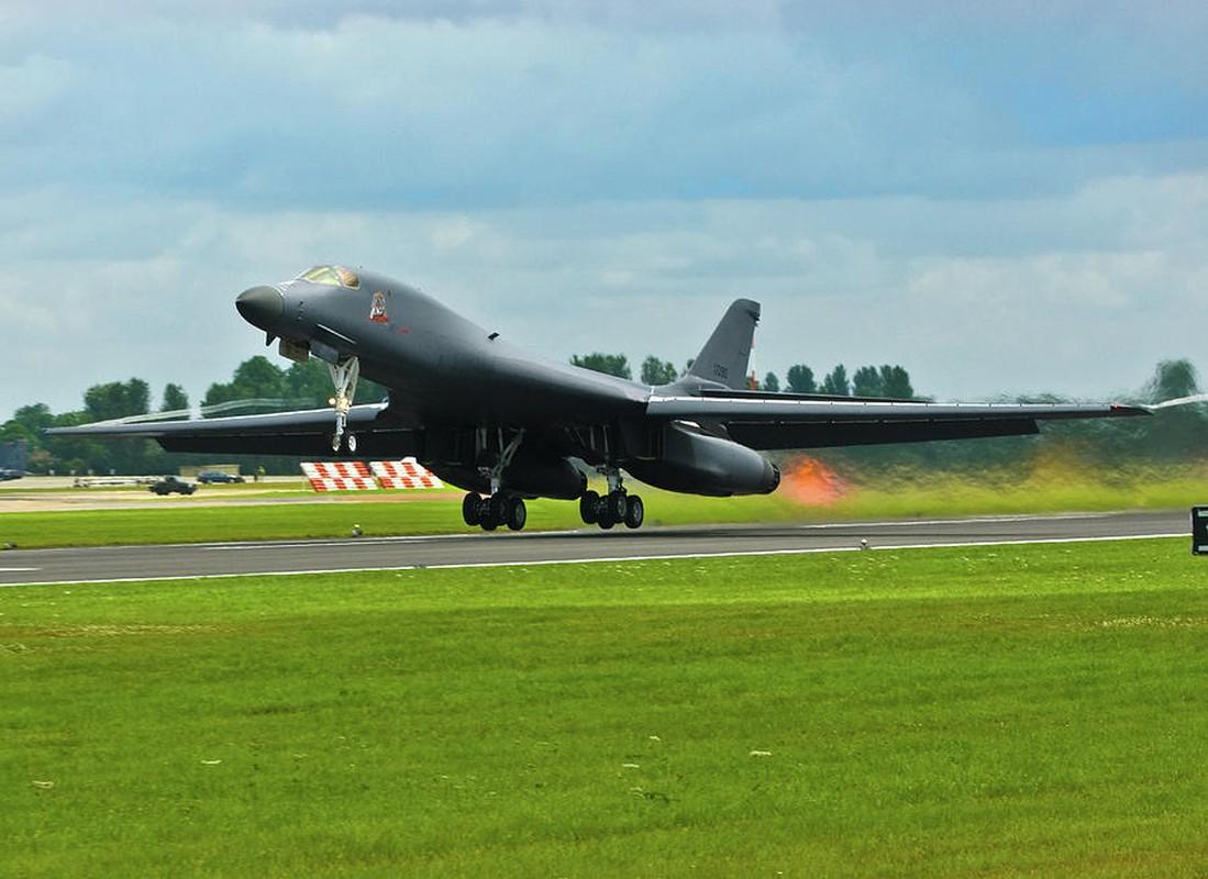 May bay nem bom B-1B Lancer cua My se bay cao hon va… cham hon?-Hinh-9