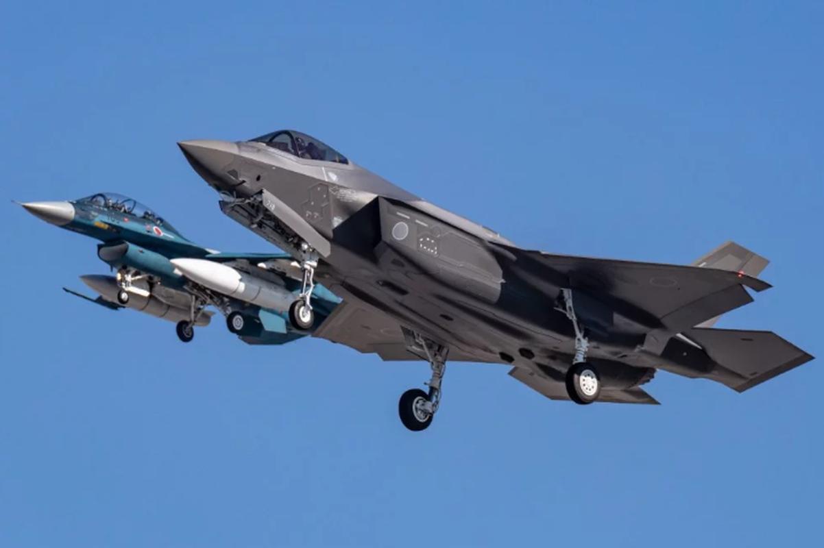 Nhung tiem kich F-35A dau tien duoc lap tai Nhat da chinh thuc bay duoc-Hinh-2