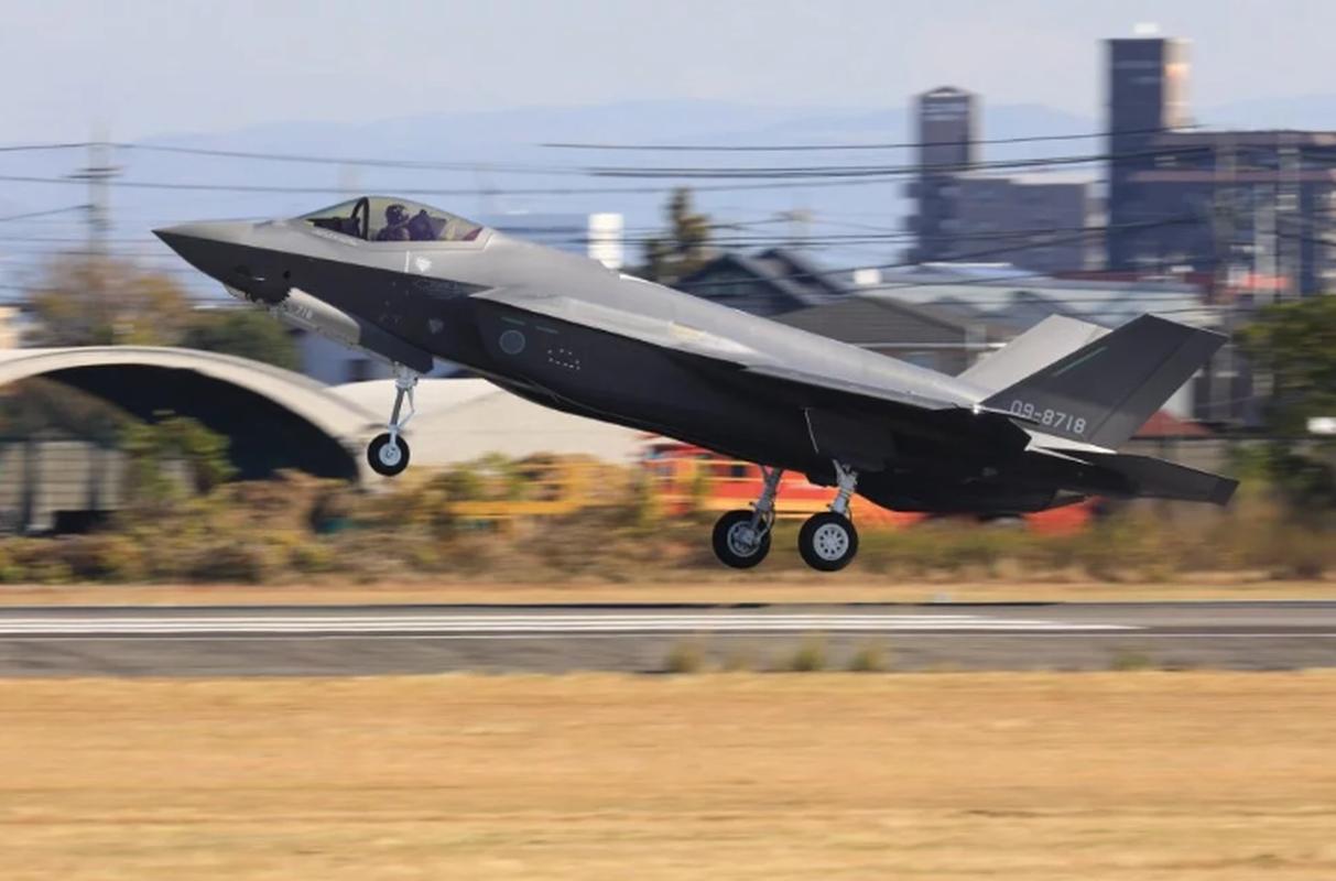 Nhung tiem kich F-35A dau tien duoc lap tai Nhat da chinh thuc bay duoc-Hinh-4