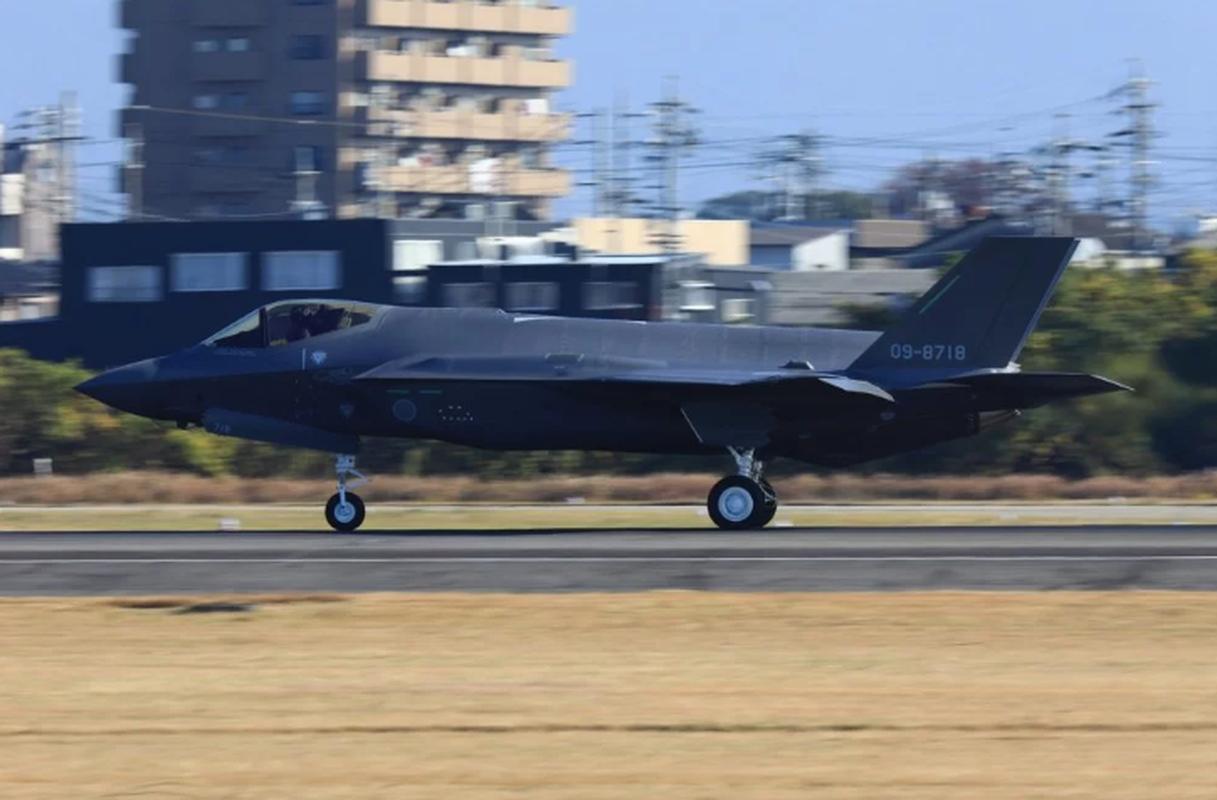 Nhung tiem kich F-35A dau tien duoc lap tai Nhat da chinh thuc bay duoc-Hinh-6