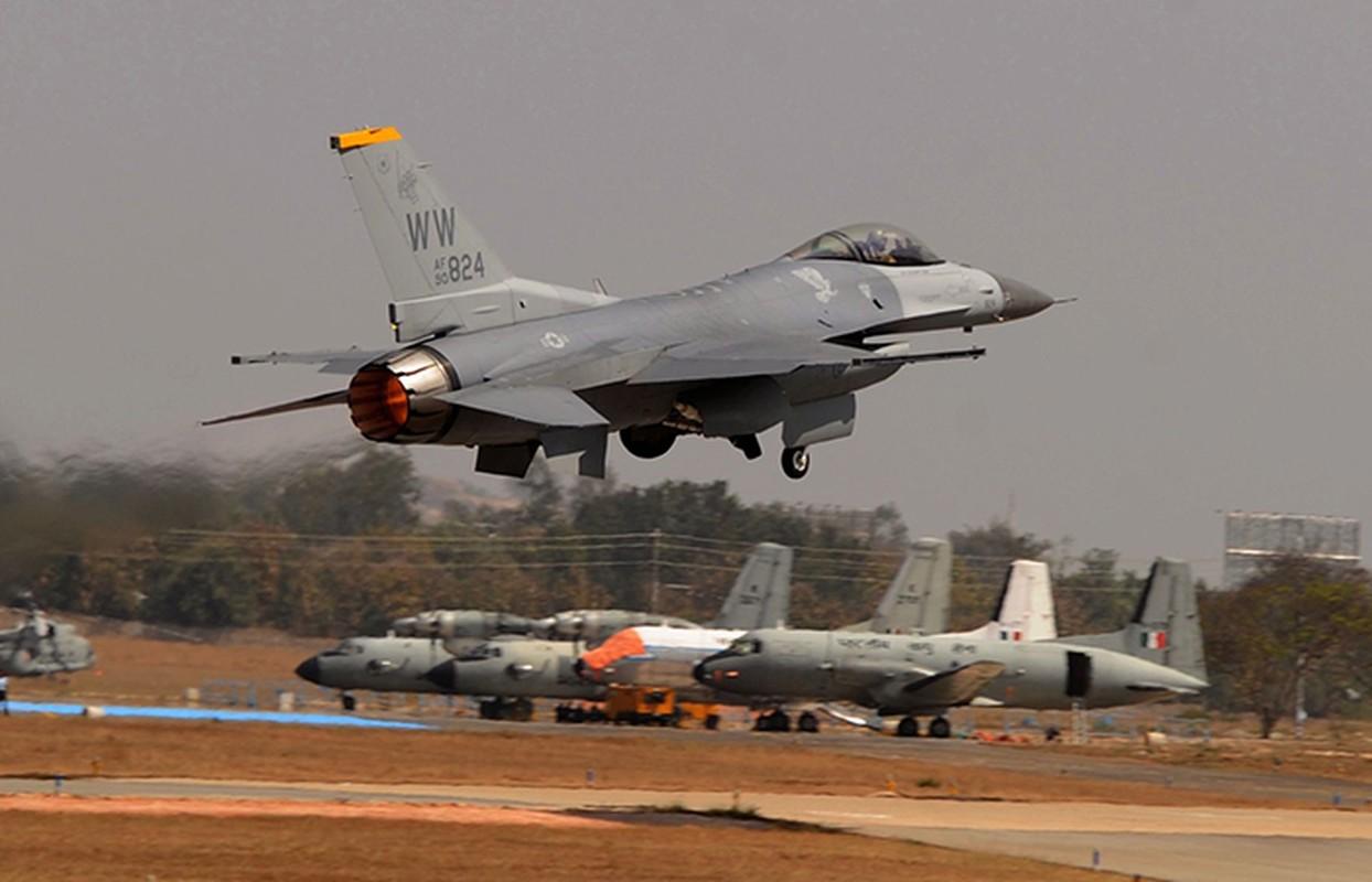 Choang: Tiem kich F-16 My phong sat dat cuc nhanh,