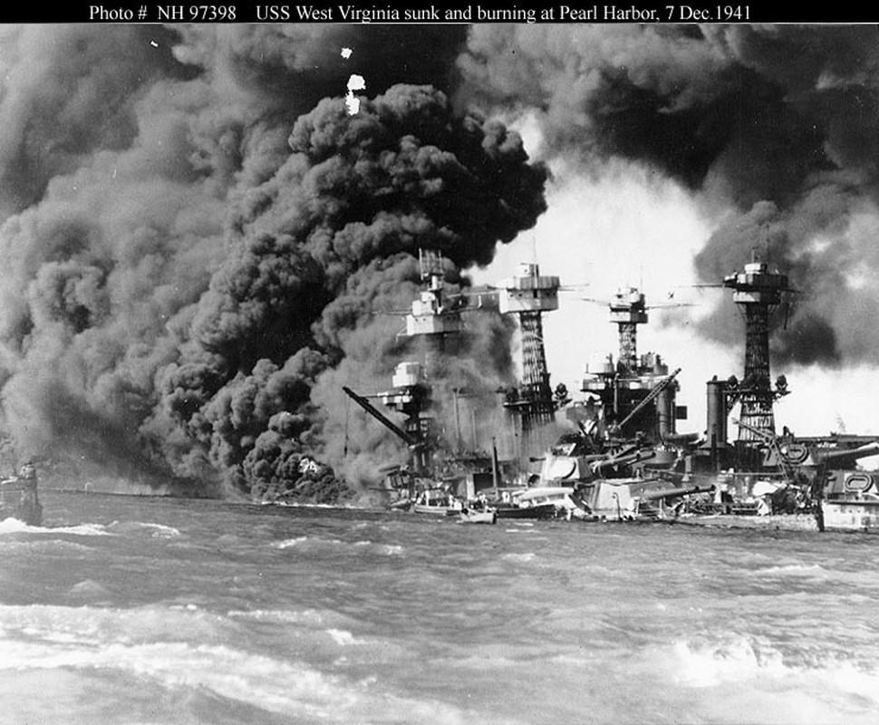 Tho lan hai quan My dung trang phuc cuc di de di vao tau USS Arizona-Hinh-10