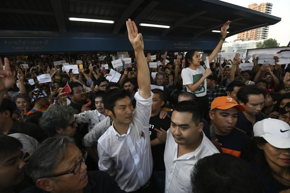 Sau 5 nam yen binh, nguoi bieu tinh Thai Lan lai do xo xuong duong-Hinh-13