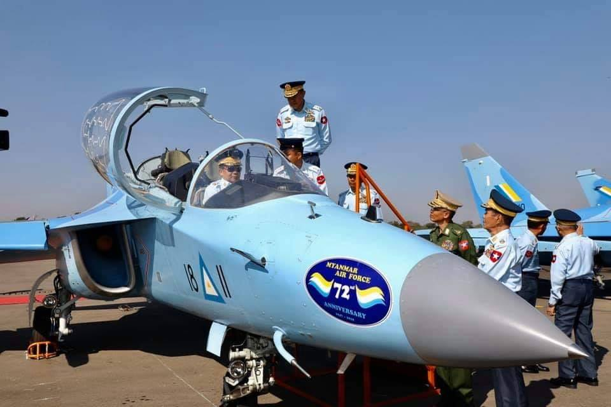 Lang gieng Myanmar khoe loat may bay Nga, Trung moi... suc manh khong quan tang vot-Hinh-6