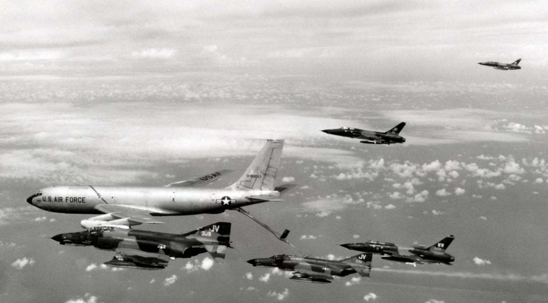 Khung khiep so may bay My nem vao mien Bac Viet Nam trong 12 ngay dem lich su-Hinh-5