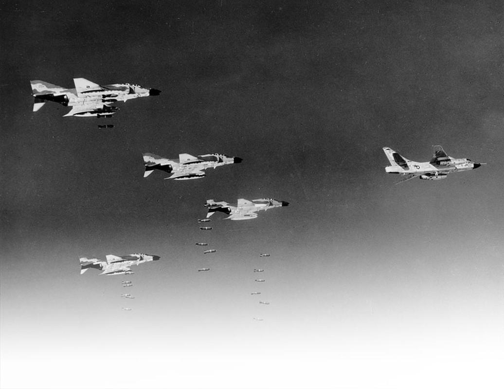 Khung khiep so may bay My nem vao mien Bac Viet Nam trong 12 ngay dem lich su-Hinh-8